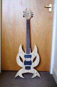gitara w białym kolorze
